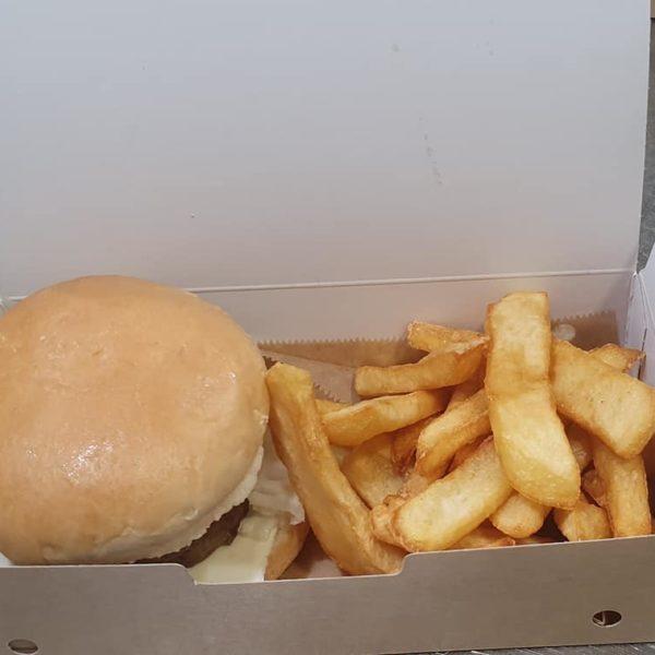 Hamburguesa con patatas rivas chicken