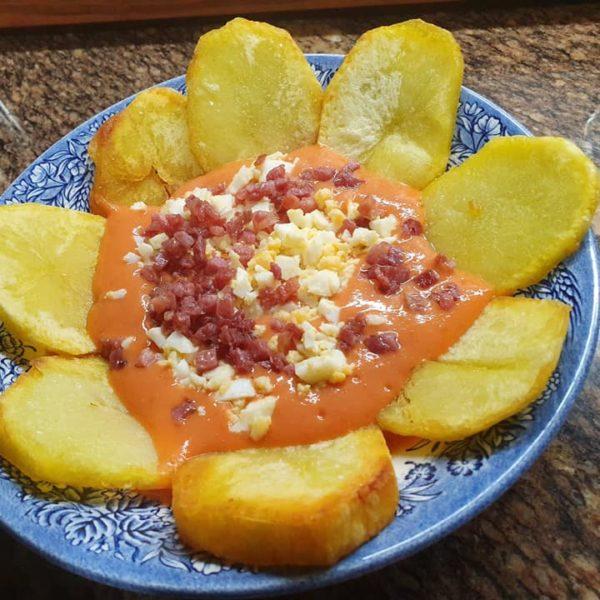 Catering Rivas y Arganda Salmorejo con patatas